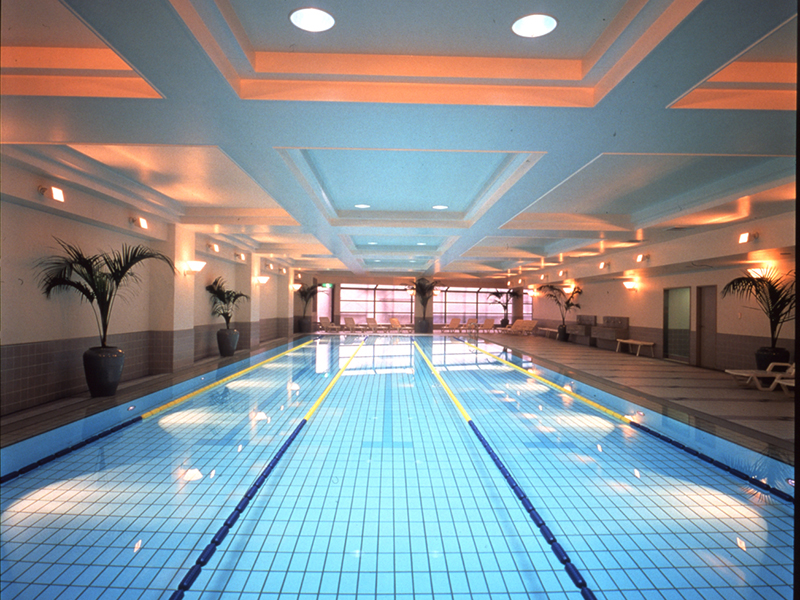 There is a fitness salon that features various facilities such as a gym, tennis courts, a pool, jacuzzi and sauna. There is a discount provided for residents of Gotenyama Trust Court.