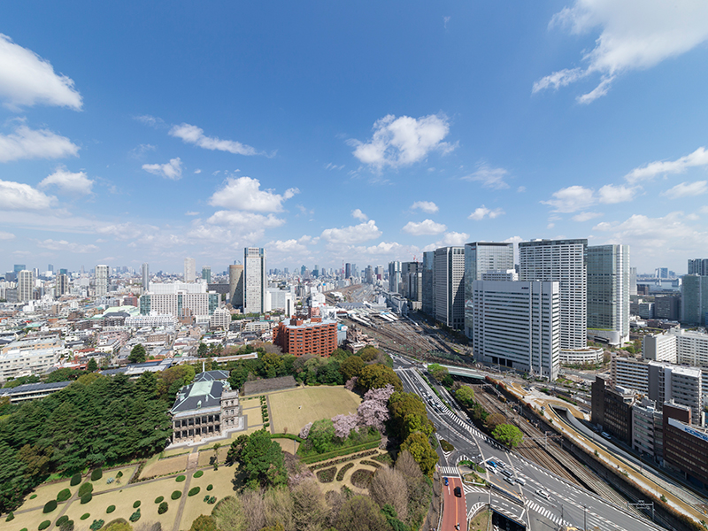 With multidirectional lighting and open flowing feeling, the floors have superb views overlooking all of Tokyo.