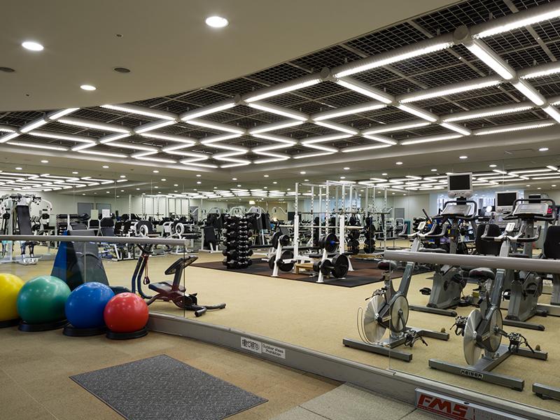 1階「ラフォーレフィットネスサロン」では、出勤前・勤務後に汗を流し、リフレッシュすることが出来ます。