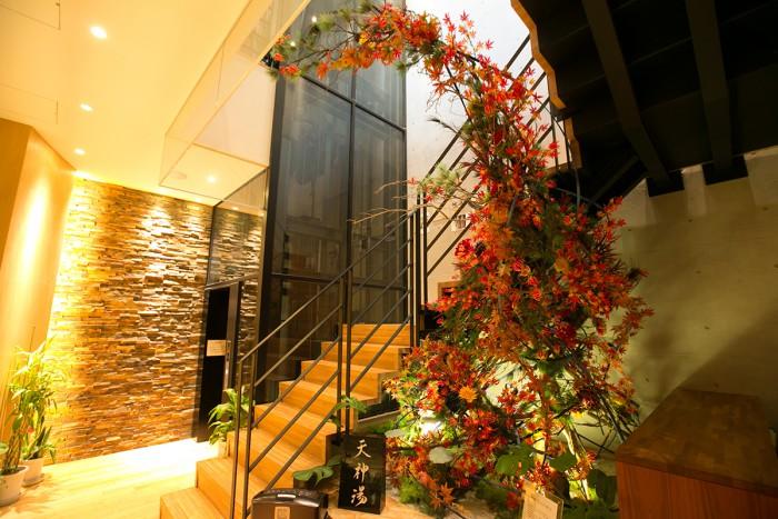 階段ホールには、見事なオブジェが飾られています。