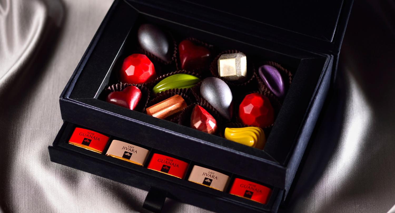 ◆Jewel Chocolate Box 「Bijoux」ジュエル チョコレート ボックス 「ビジュー」 上段 ボンボンショコラ 8種12個 下段 ヴァローナ キャレ 15枚 入り 5,093円