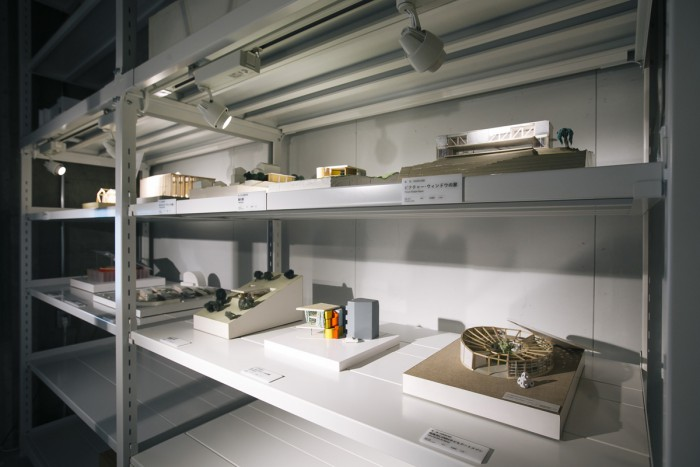 On your left when you enter the facility, you'll find shelves which house a large number of models produced by Shigeru Ban.