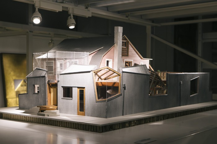 There is also a DGT.-produced model of the home of Frank Gehry, which was completed in 1979.
