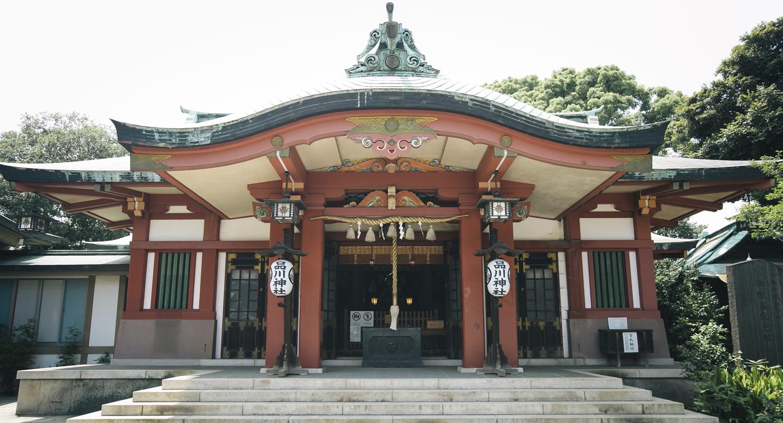 厳かな空気が漂う品川神社拝殿。