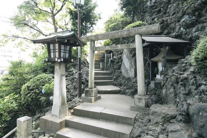 品川富士と呼ばれる富士塚の入り口。