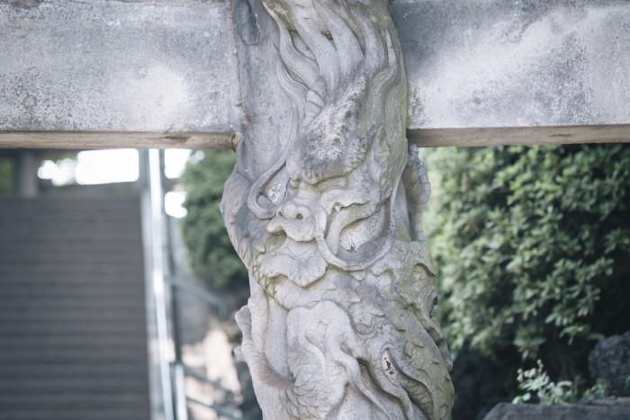東京三鳥居に数えられる双龍鳥居。