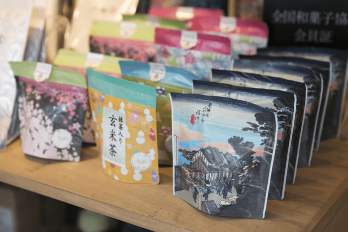 お土産にもぴったりな日本茶パックも。