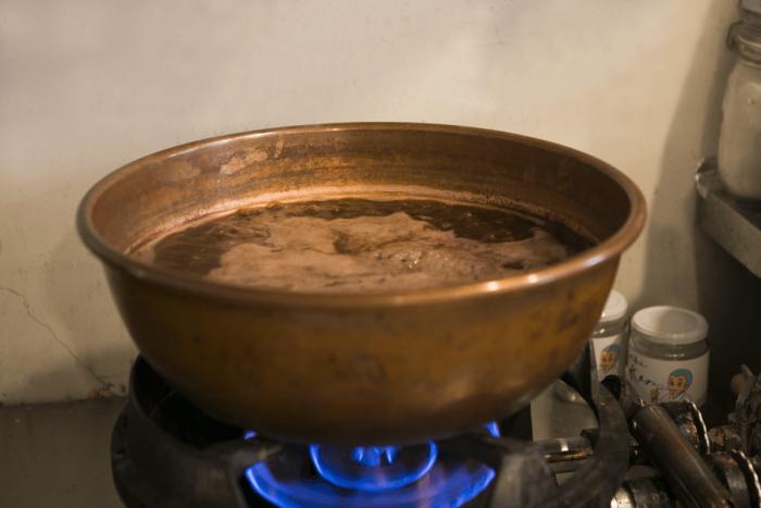 餡も熱伝導率の高い銅製の鍋で手づくりしています。