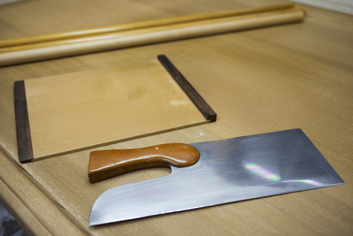 Mr. Takano's well-loved tools: a rolling pin, cutting knife, etc.