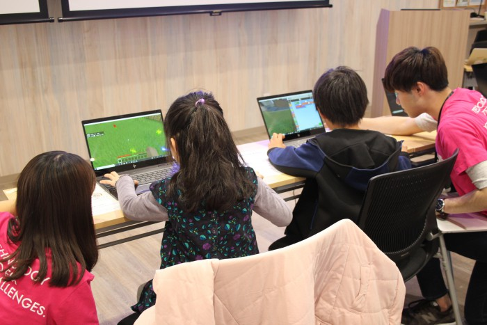 Minecraft(マインクラフト)で プログラミング体験