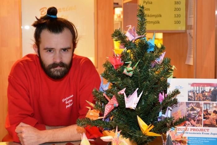 北欧の国々でも「ORIZURU」と呼ばれクリスマスオーナメントとても人気の折り鶴。ワークショップで作られた折鶴はアイスランドに旅立ちました!