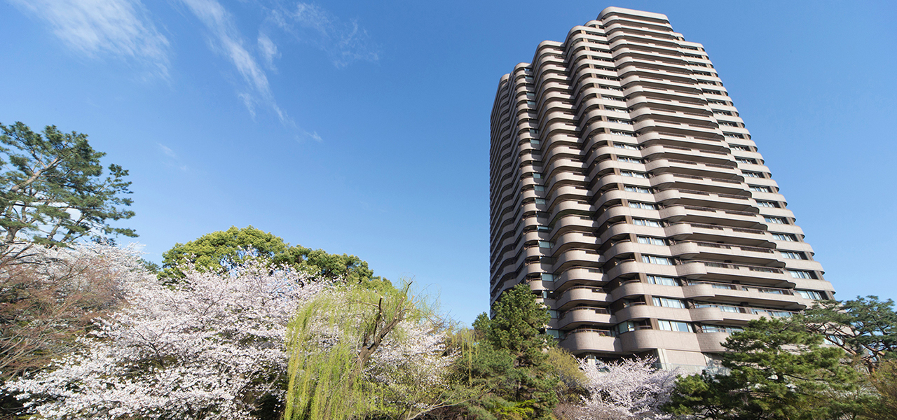 """""""Gotenyama Garden"""" adds color to your life, with its changes throughout the four seasons."""