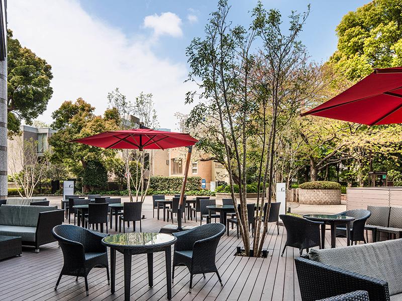 東京マリオットホテル「レストラン&ダイニングG」のテラス席には、心地よい風が吹き抜けます。