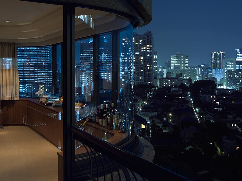 夜にはきらめく夜景が寛ぎの時間を演出。