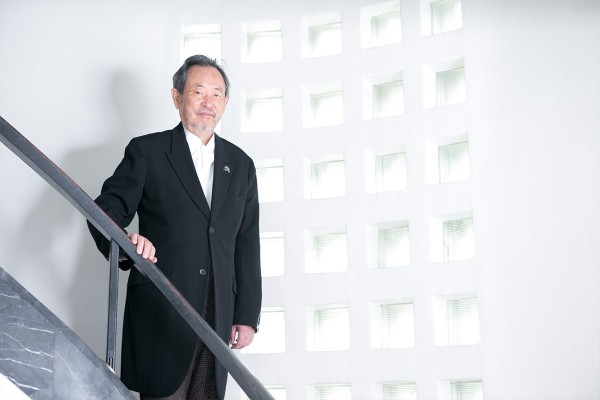 The director of the Hara Museum of Contemporary Art: Toshio Hara. Mr. Hara's contributions to the world of art have been recognized around the world; he has received honors overseas and has a work history which includes various appointments, such as that of Vice-Chairman of the International Council of the Museum of Modern Art (MoMA) in New York.