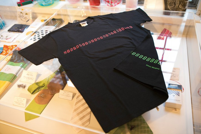"An original t-shirt based on the permanently displayed piece by Tatsuo Miyajima: Time Link (""Chains of Time"" in English). Oil-based markers for coloring in the numbers are also included. Price: 3,240 yen"