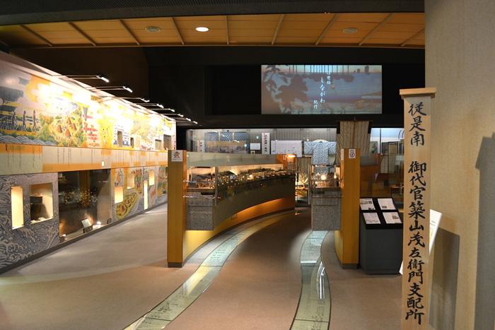 品川宿に関する資料を中心に展示。かつての賑わいを描いた浮世絵を題材にしたムービー「浮世絵 しながわ紀行」も映し出されます。