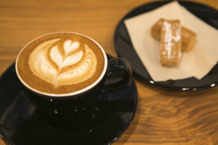 A cup of café late is 510 yen (or 480 yen if you're grabbing it to-go) Baked sweets called Shinagawa Shirorenga (Shinagawa White Bricks):  100 yen each