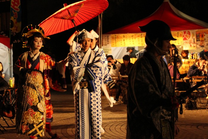 品川宿場まつりで恒例の花魁道中が御殿山トラストシティでも登場。昔に思いを馳せましょう。