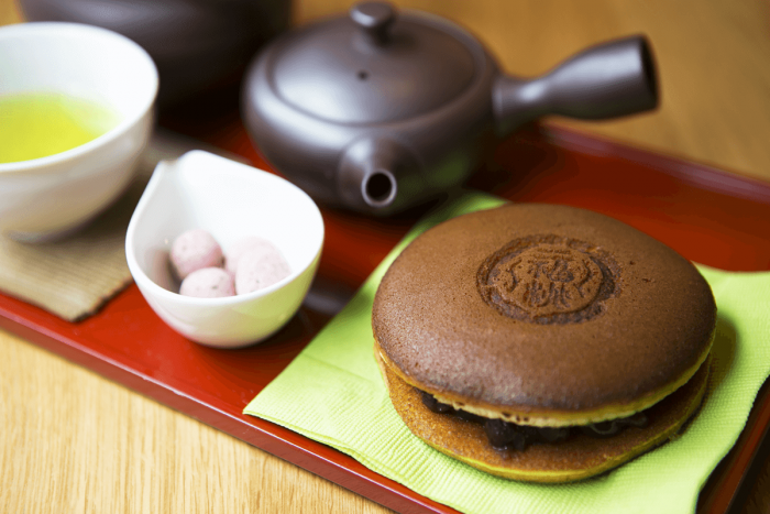 「福かさね」と日本茶が一緒に楽しめる「いっぷくセット」550円。