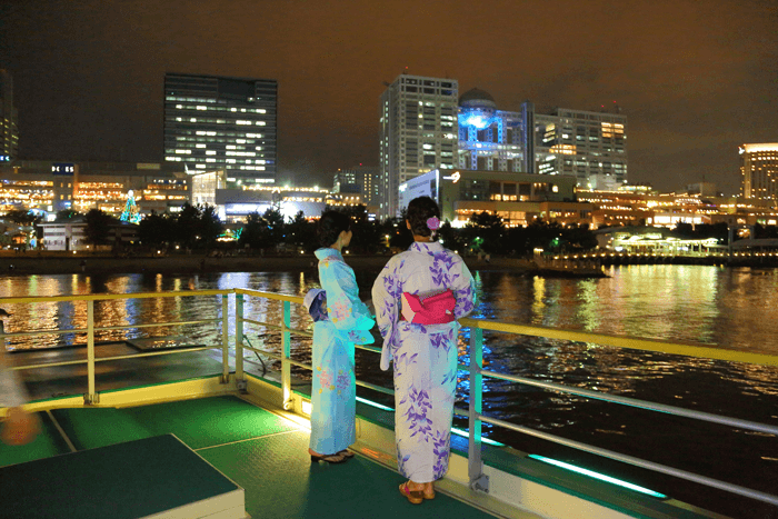 Wear a yukata to your summer pleasure boat ride for an even more enjoyable atmosphere.
